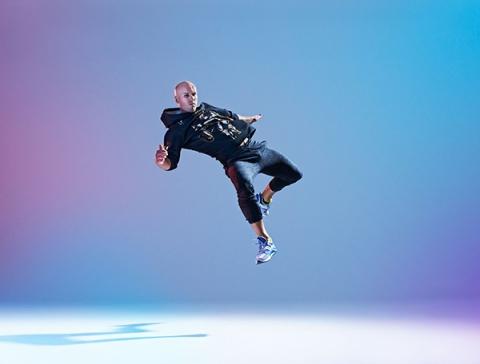 Een stoere foto van onze freerunning artiest Martin die een bijzonder jump maakt tijdens de fotoshoot van entertainmens