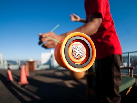 Een mooie foto van één van de swingende yoyo's van onze yoyo-artiest tijdens een optreden in Harderberg.