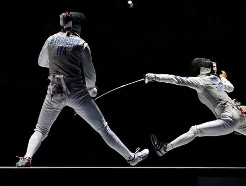 Schermer speelt een duel tijdens de olympische spelen